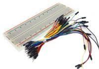 Макетна плата зі з'єднувальними кабелями